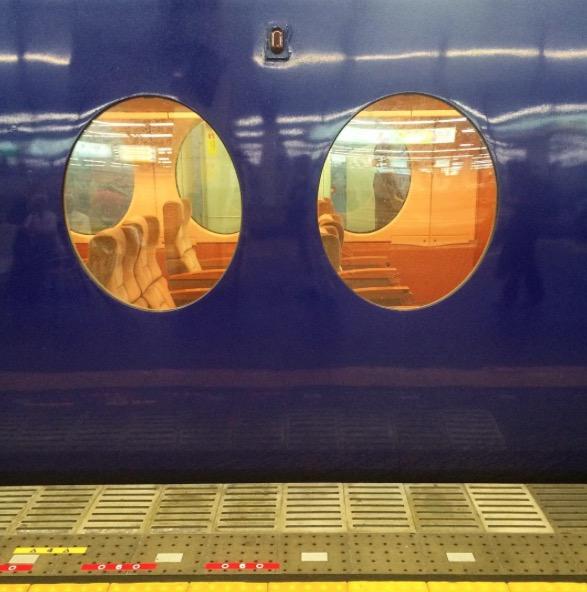 Tren retrofuturista Rapi:t class=