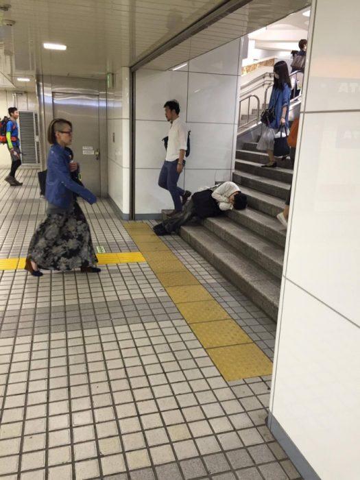Japoneses durmiendo 28 class=
