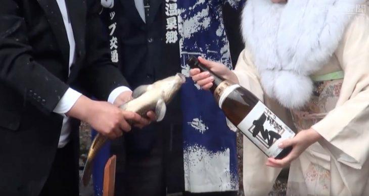 El exorcismo de la carpa borracha, maltrato animal class=