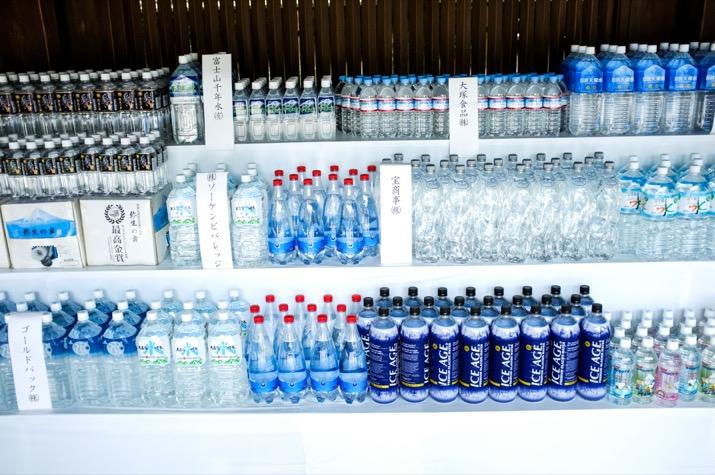 Agua embotellada como donación al santuario class=